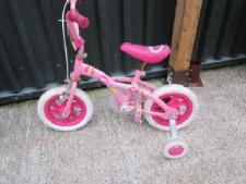 http://s3-eu-west-1.amazonaws.com/bumblebeeauction/201212/barbie child bike.jpg